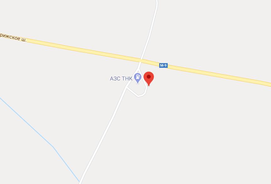 Фото: М9, 372км, Тверская обл., Западнодвинский район, г.Западная Двина, АЗС «ТНК», сине-белого цвета, слева от Твери